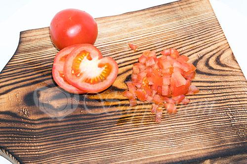 Салат с крабовыми палочками и помидорами #шаг 8