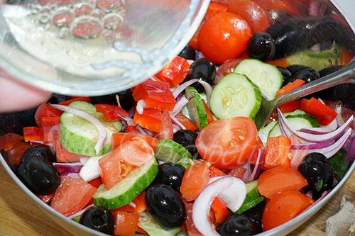 Греческий салат классический #шаг 9