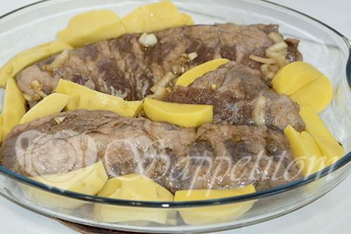 Свиные ребра целиком в духовке с картошкой #шаг 3