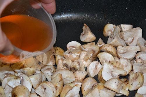 Курица с грибами в горчичном соусе #шаг 7