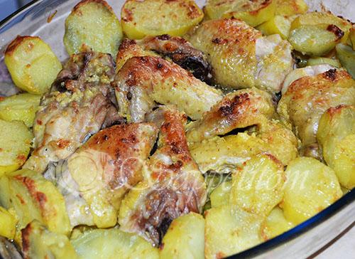 Курица в чесночном соусе запеченная в духовке