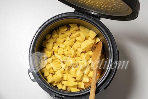 Картошка с тушенкой в мультиварке #шаг 6