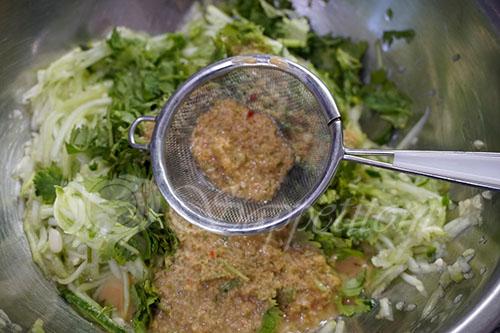 Салат из свежих кабачков и огурцов по корейски #шаг 8