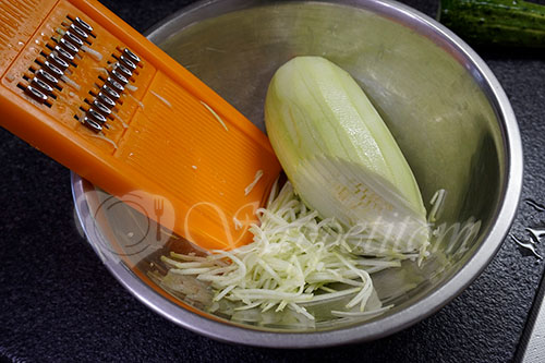 Салат из свежих кабачков и огурцов по корейски #шаг 1