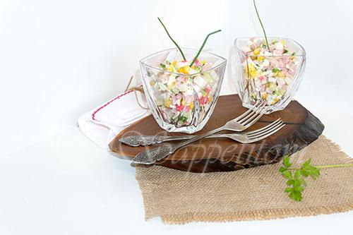 Салат с крабовыми палочками, кукурузой и огурцом #шаг 9