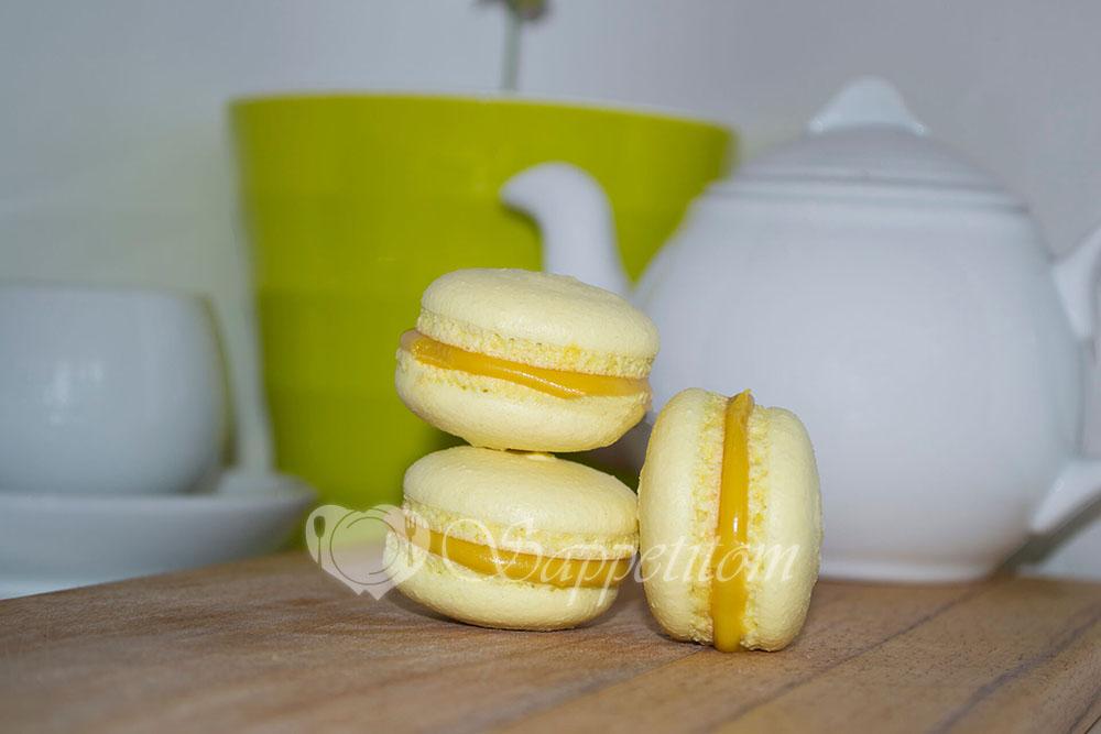 Пирожное Макарон (Macaron) манговый