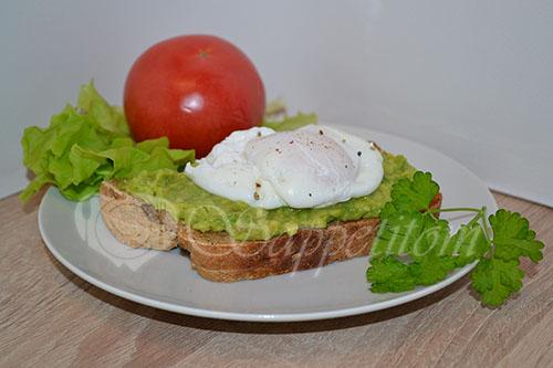 Бутерброд с авокадо и яйцом пашот #шаг 11
