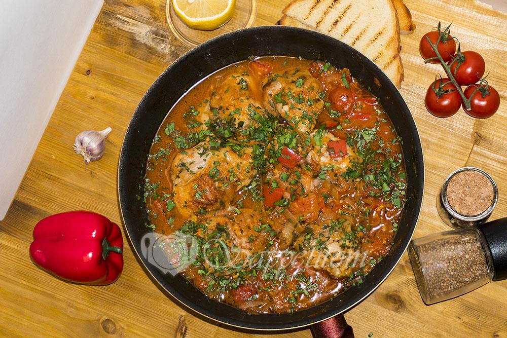 Курица с овощами на сковороде (чахобили)