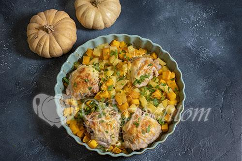 Курица запеченная с тыквой и картошкой
