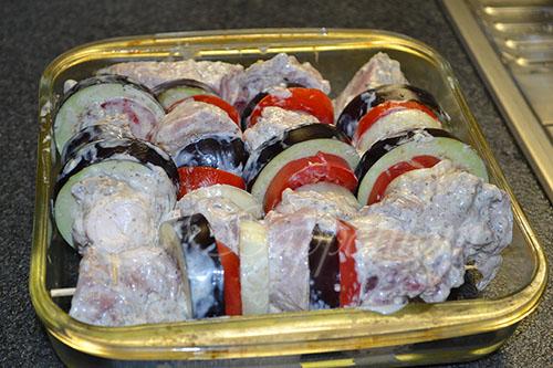Шашлык из свинины с баклажанами и помидорами в духовке #шаг 6