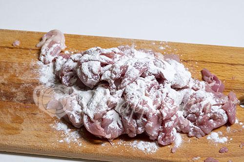 Мясо с овощами на сковороде #шаг 2
