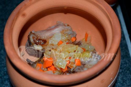 Свиные ребрышки с картошкой запеченные в горшочках #шаг 3