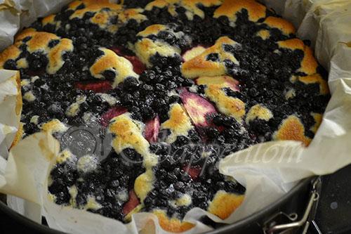Пирог с яблоками и черникой #шаг 8