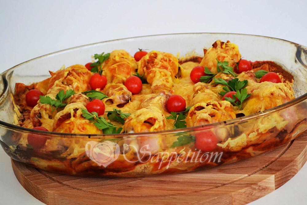 Курица с картошкой запеченная в духовке в сливочно-чесночном соусе