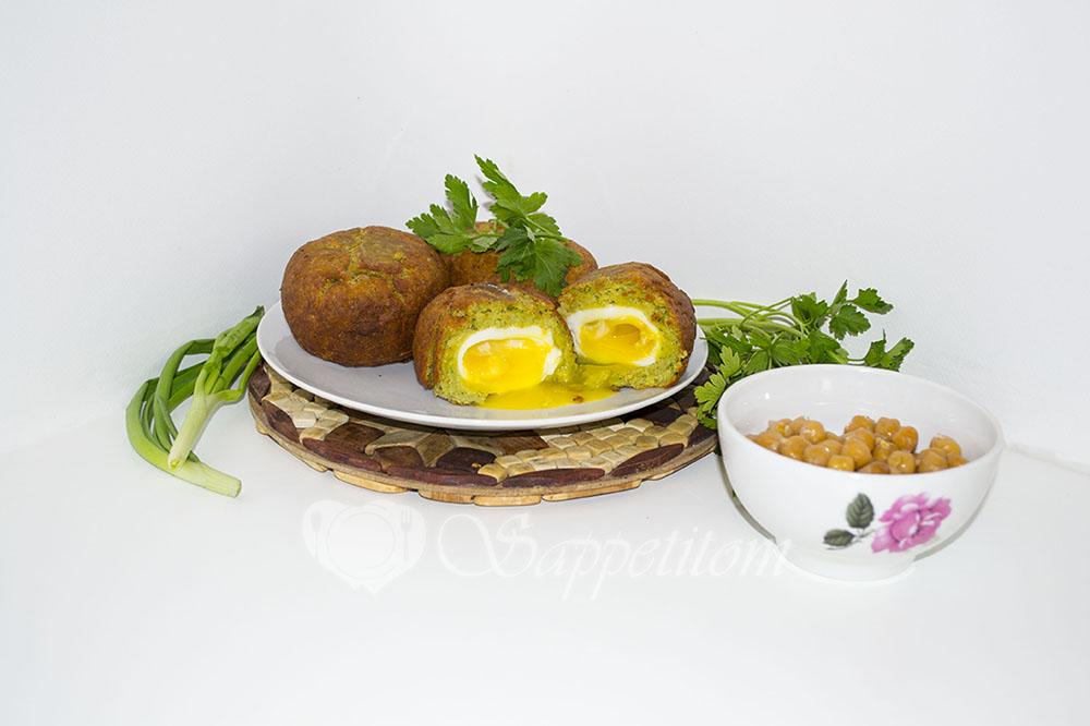 Яйцо всмятку в фалафеле