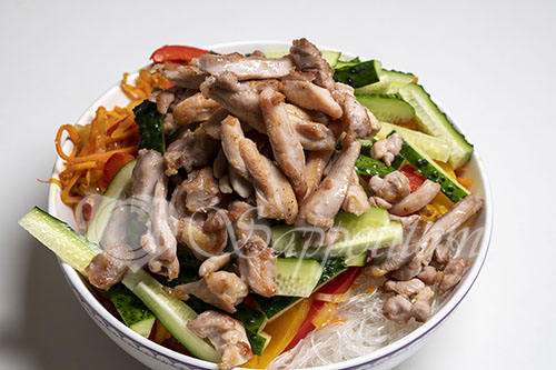 Фунчоза с курицей и овощами #шаг 11