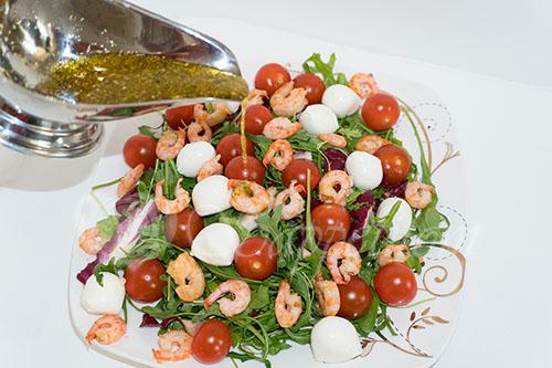 Салат с креветками #шаг 8