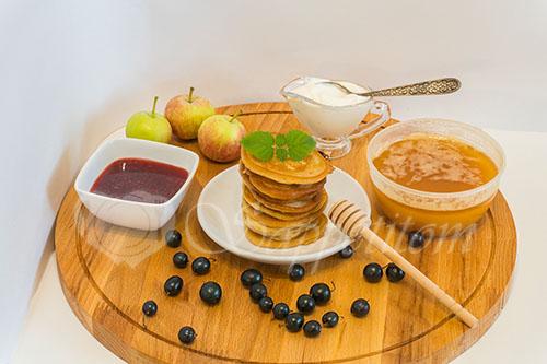 Вкусные оладьи на ряженке с яблоками #шаг 9