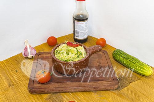 Салат из свежих кабачков и огурцов по корейски