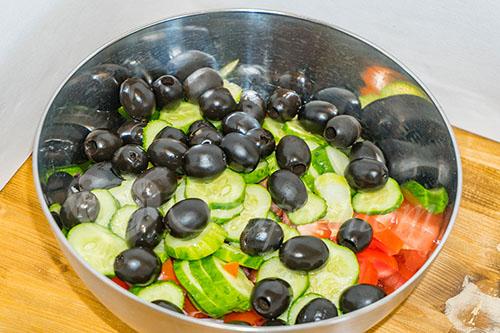 Греческий салат классический #шаг 6