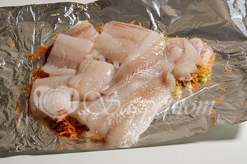 Минтай в духовке на овощной подушке #шаг 3