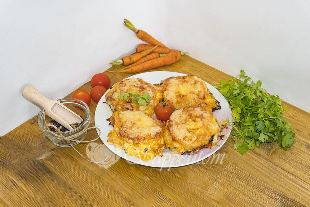 Свинина в соусе с ананасами и сыром в духовке