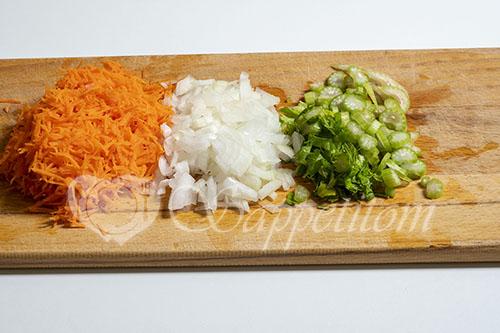 Минтай в духовке на овощной подушке #шаг 1