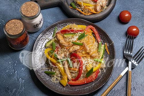Фунчоза с курицей и овощами #шаг 12