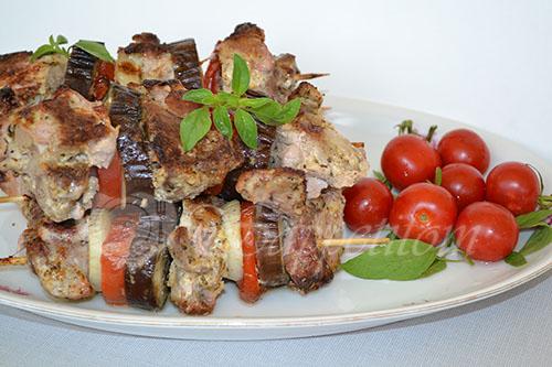 Шашлык из свинины с баклажанами и помидорами в духовке #шаг 7