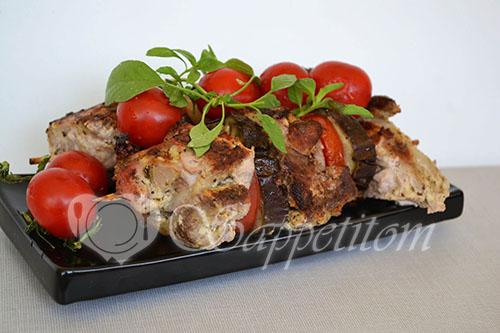 Шашлык из свинины с баклажанами и помидорами в духовке