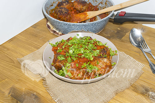 Тефтели с рисом с подливкой в томатном соусе