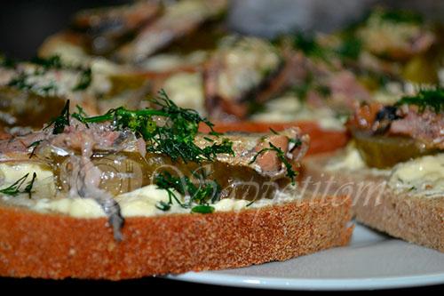 Бутерброды со шпротами #шаг 5