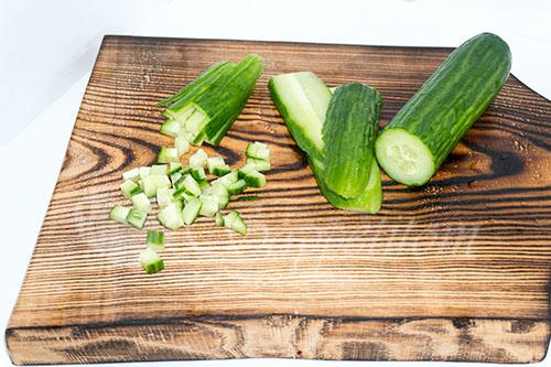 Салат с крабовыми палочками, кукурузой и огурцом #шаг 5