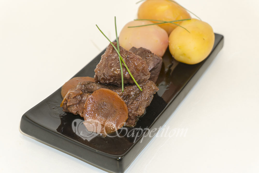 Свиные щечки в винном соусе или каррияда